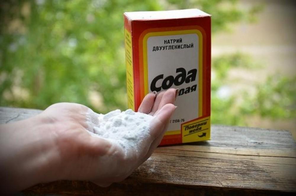 сода в руке