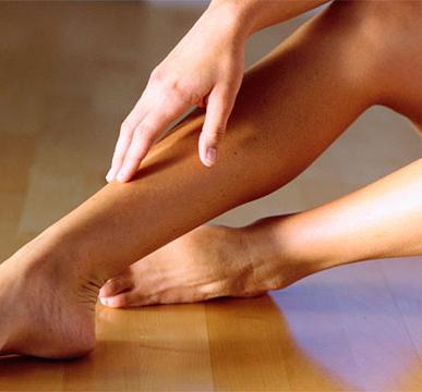 Почему чешутся вены на ногах при варикозе и что с этим делать