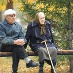 люди пенсионного возраста.....