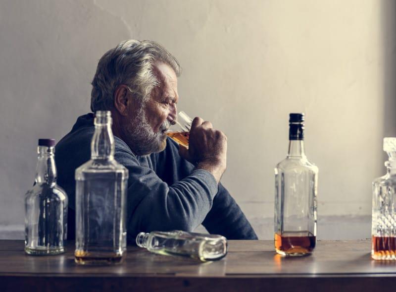Как помочь партнеру, если у него проблемы с алкоголем